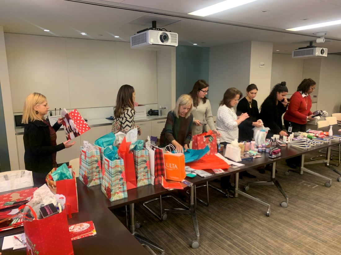 2019 Women's Initiative holiday gift wrapping for First Step